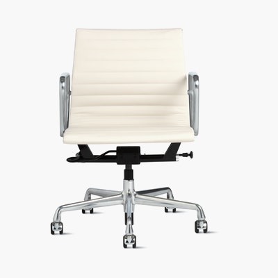 Eames Aluminum Group Management Chair with Pneumatic Lift