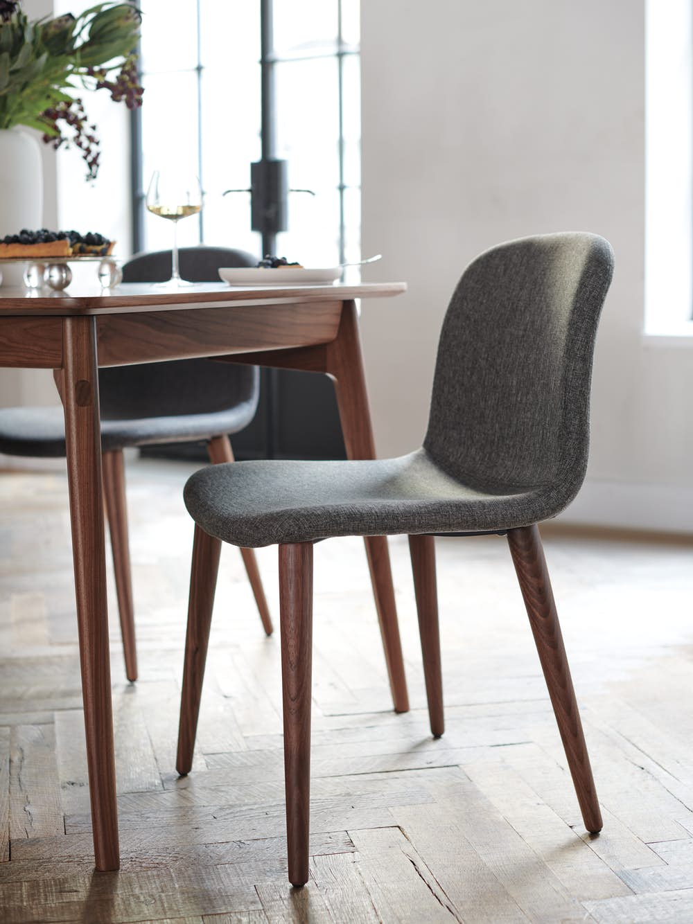 Bacco Chair in Duet Night at dining table