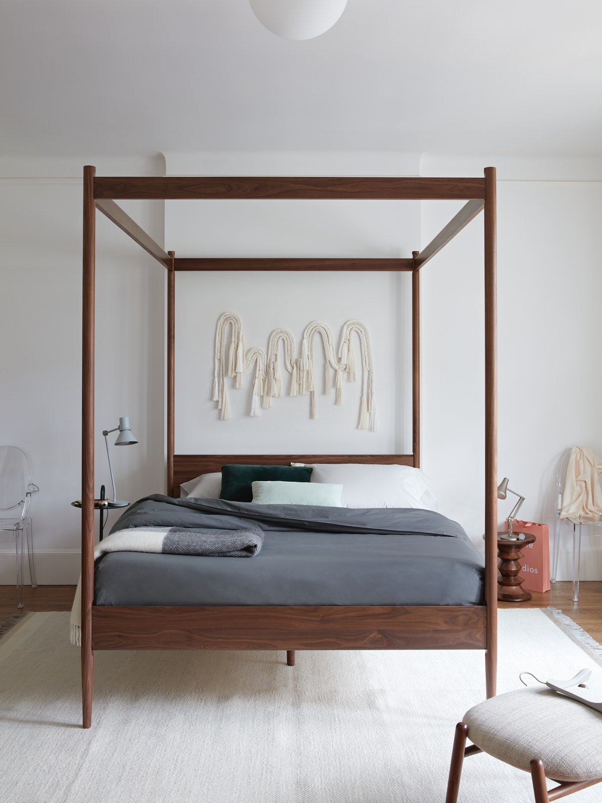 Cove Canopy Bed Queen