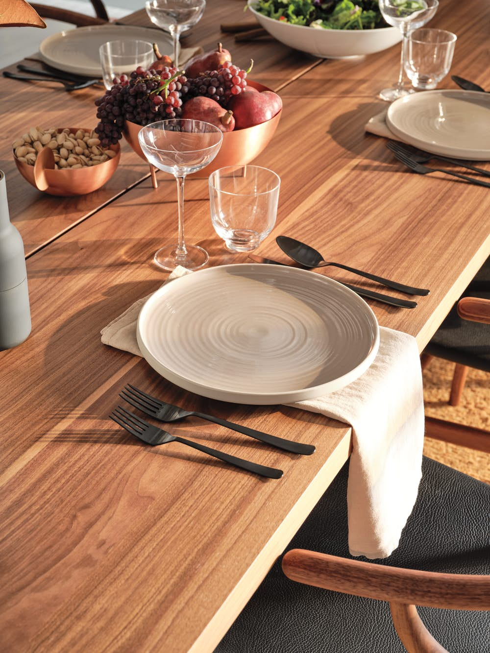 Essential Dinner Plate on Gather Table