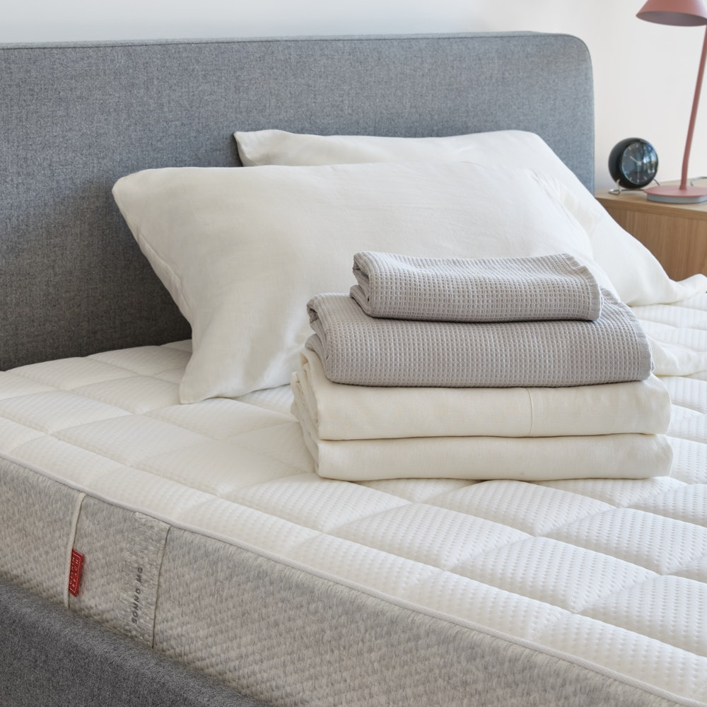 Sonno MG Mattress Queen with Bedding