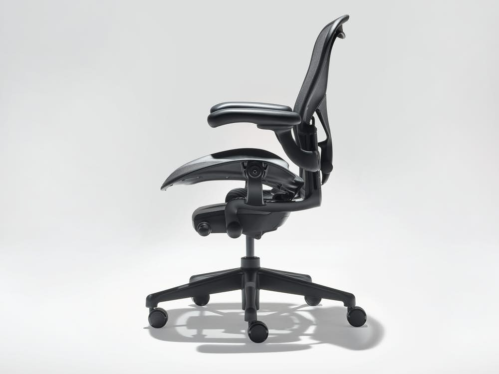 Side view of Aeron chair in Onyx