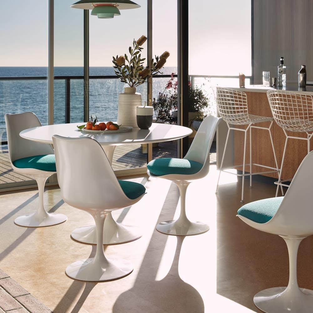 Saarinen Round Dining Table 47 with Saarinen Tulip Chairs