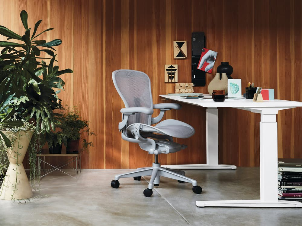 Renew Sit-To-Stand Desk with Aeron Chair