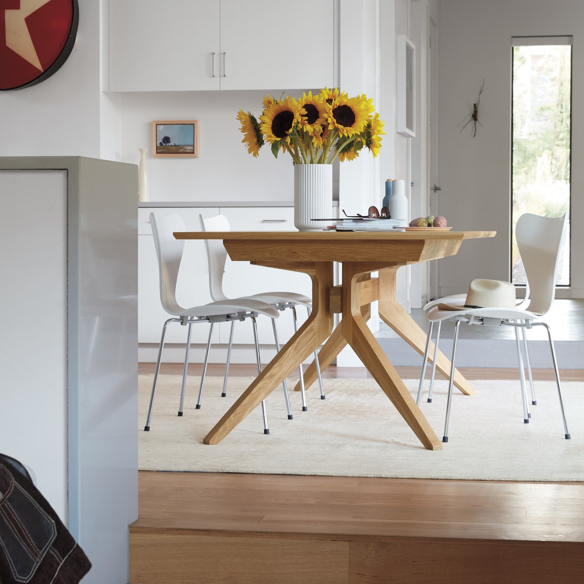 Cross Extension Table with Series 7 Chairs