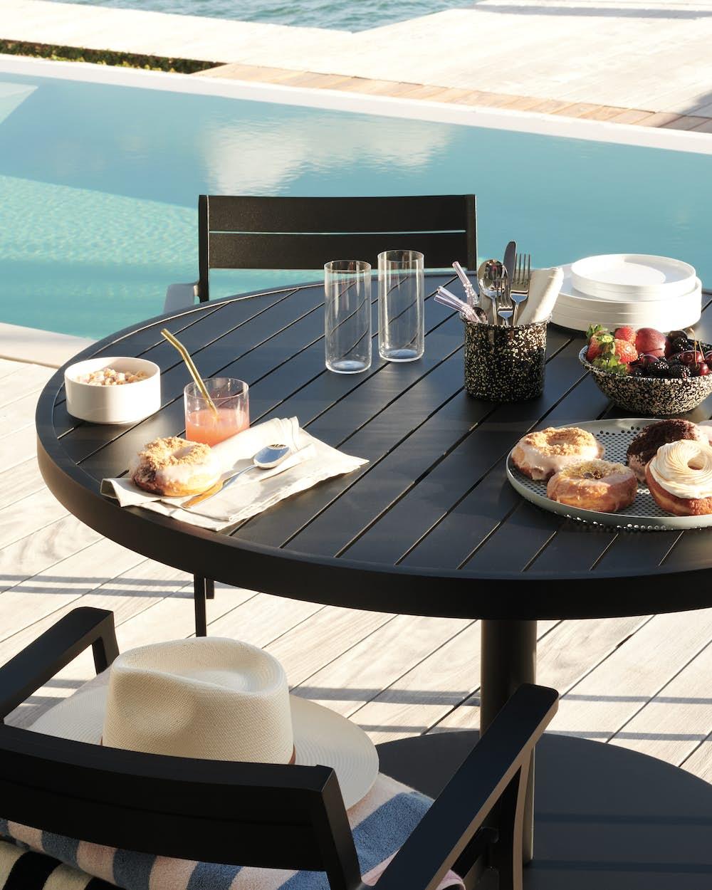 EOS Pedestal Table