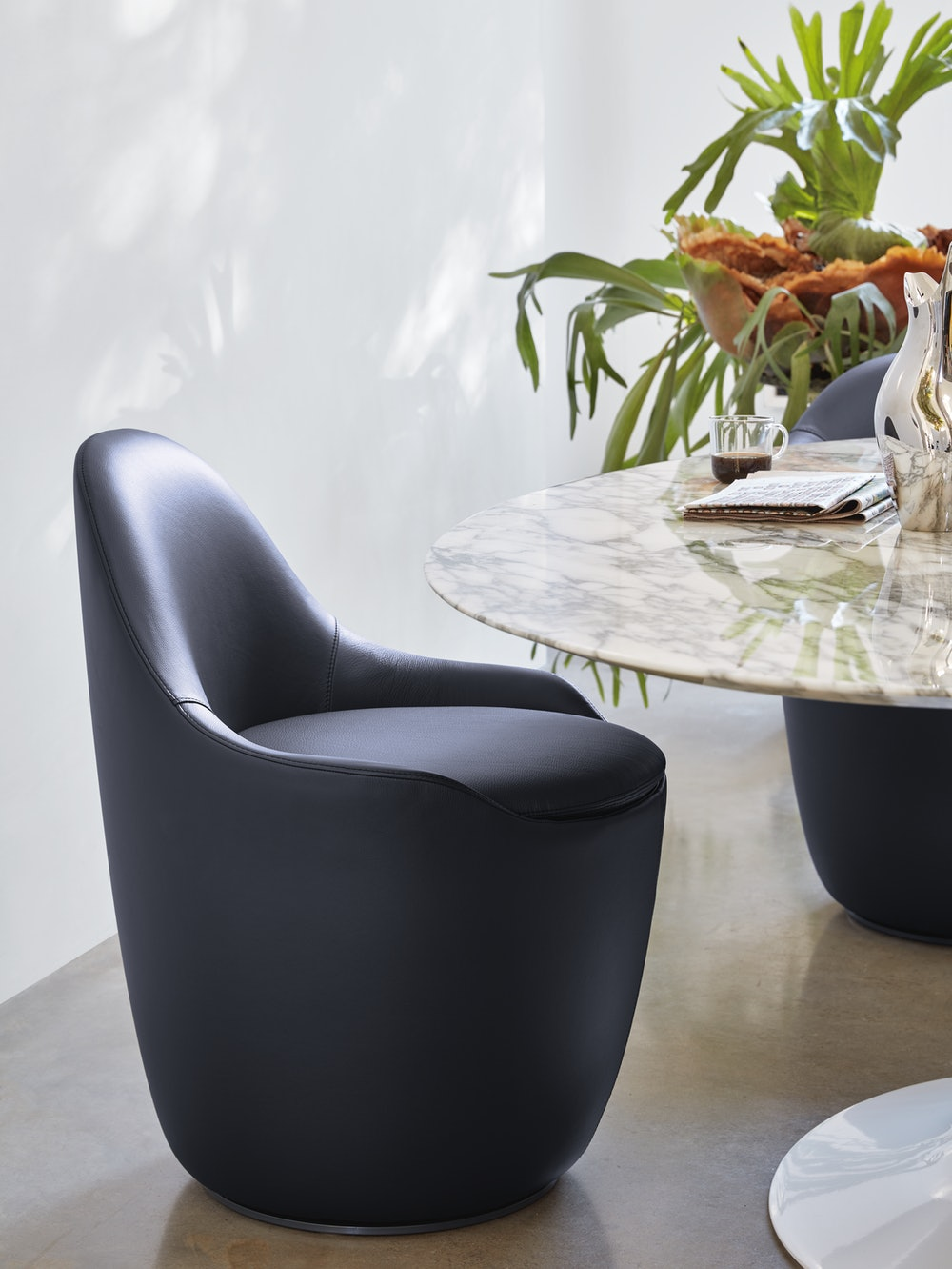 Lina Swivel Dining Side Chair with Saarinen Table