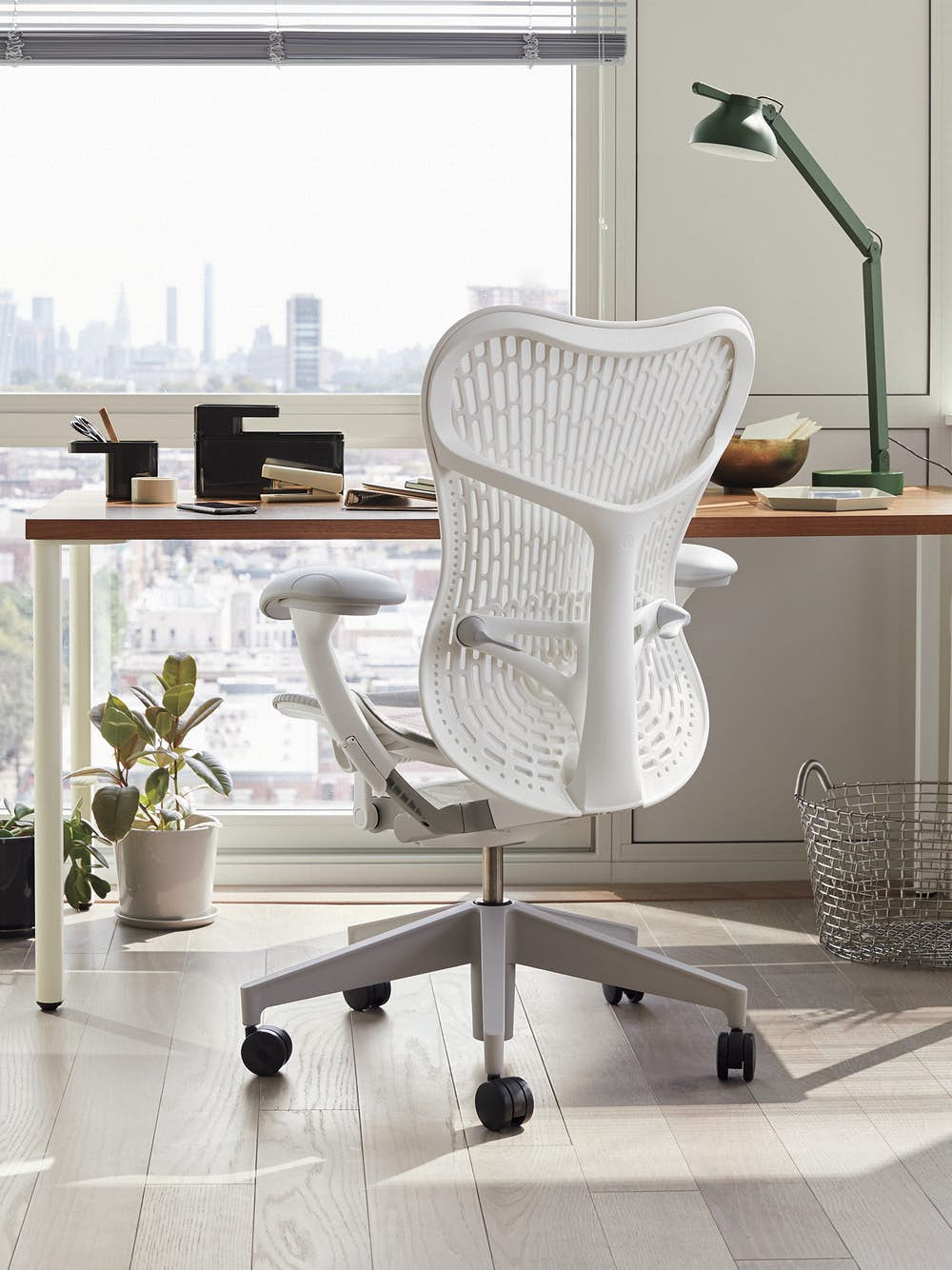 Mirra 2 Chair with OE1 Table