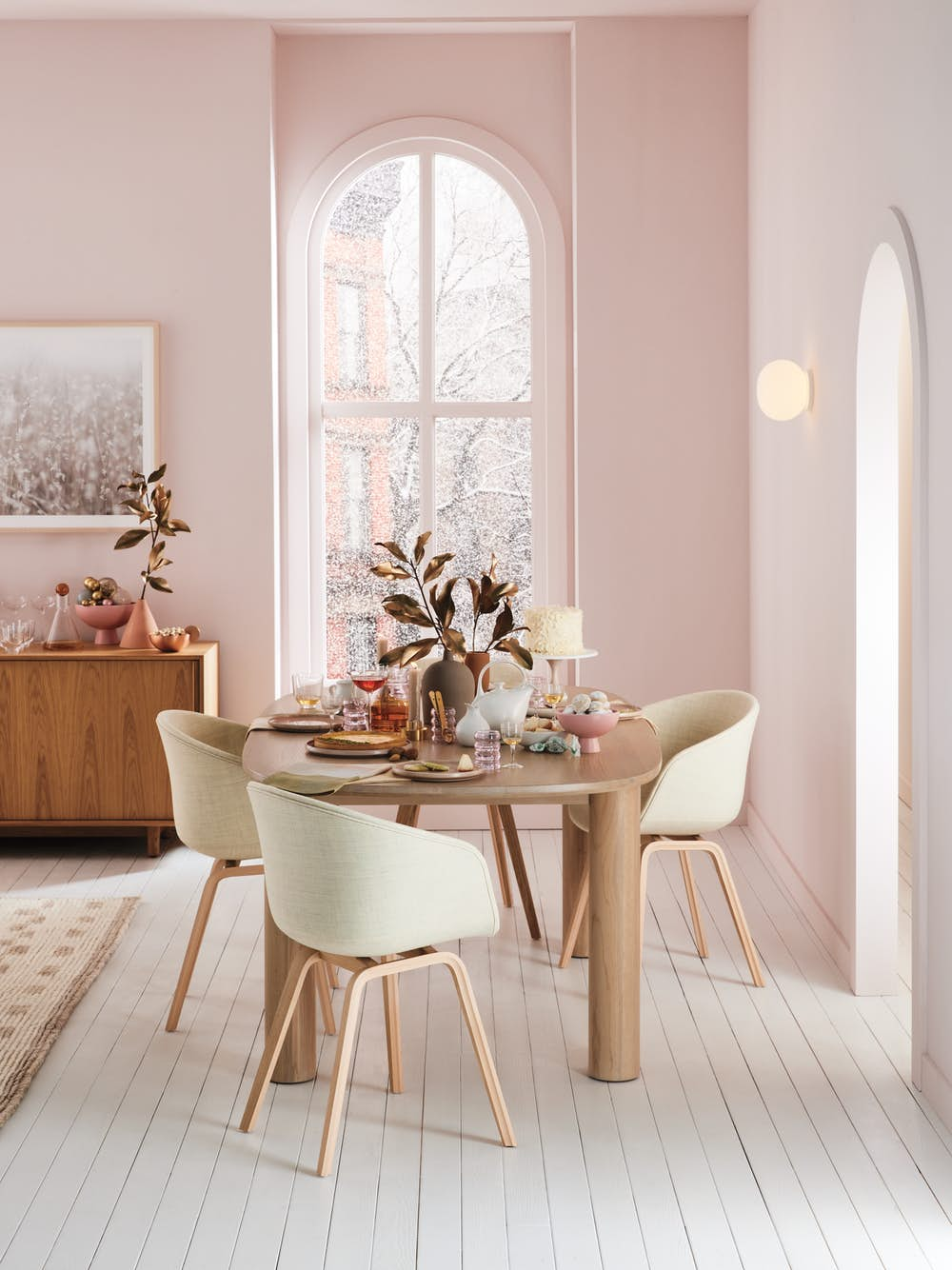 Ora Table and AAC 23 Armchairs