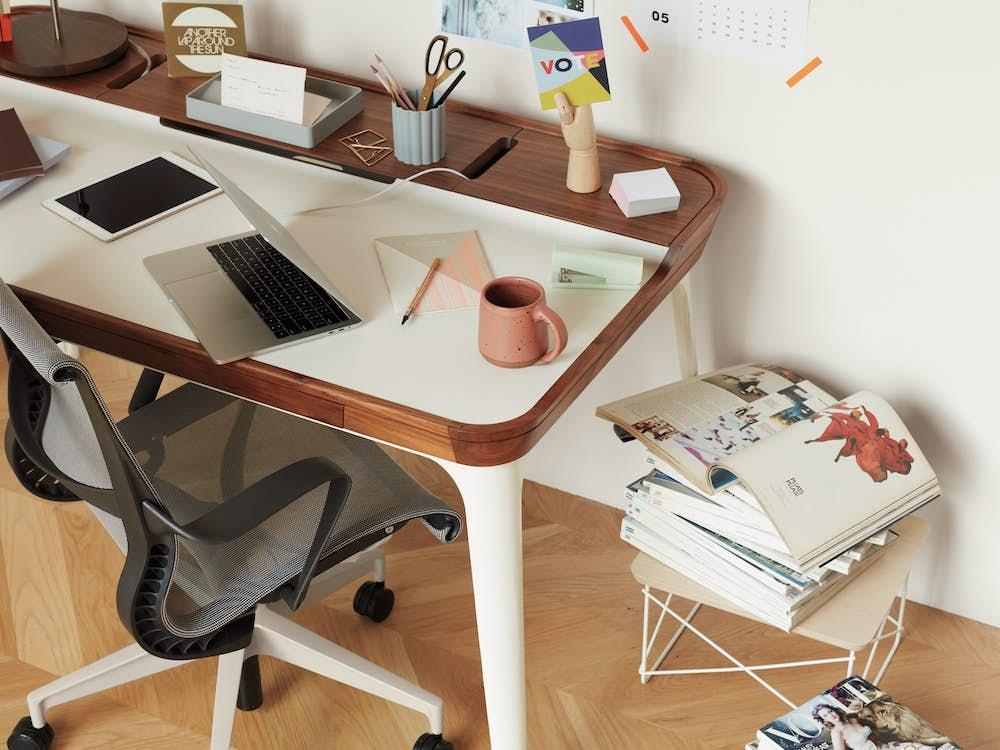 Airia Deskwith Setu Chair