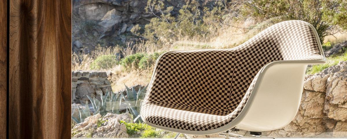 Eames Uph Molded Fiberglass Low Wire Base Armchair (LAR)