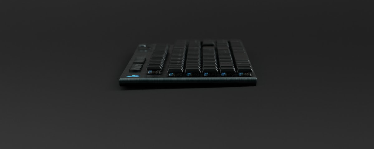 Logitech G G915 LIGHTSPEED Wireless RGB Mechanical Gaming Keyboard