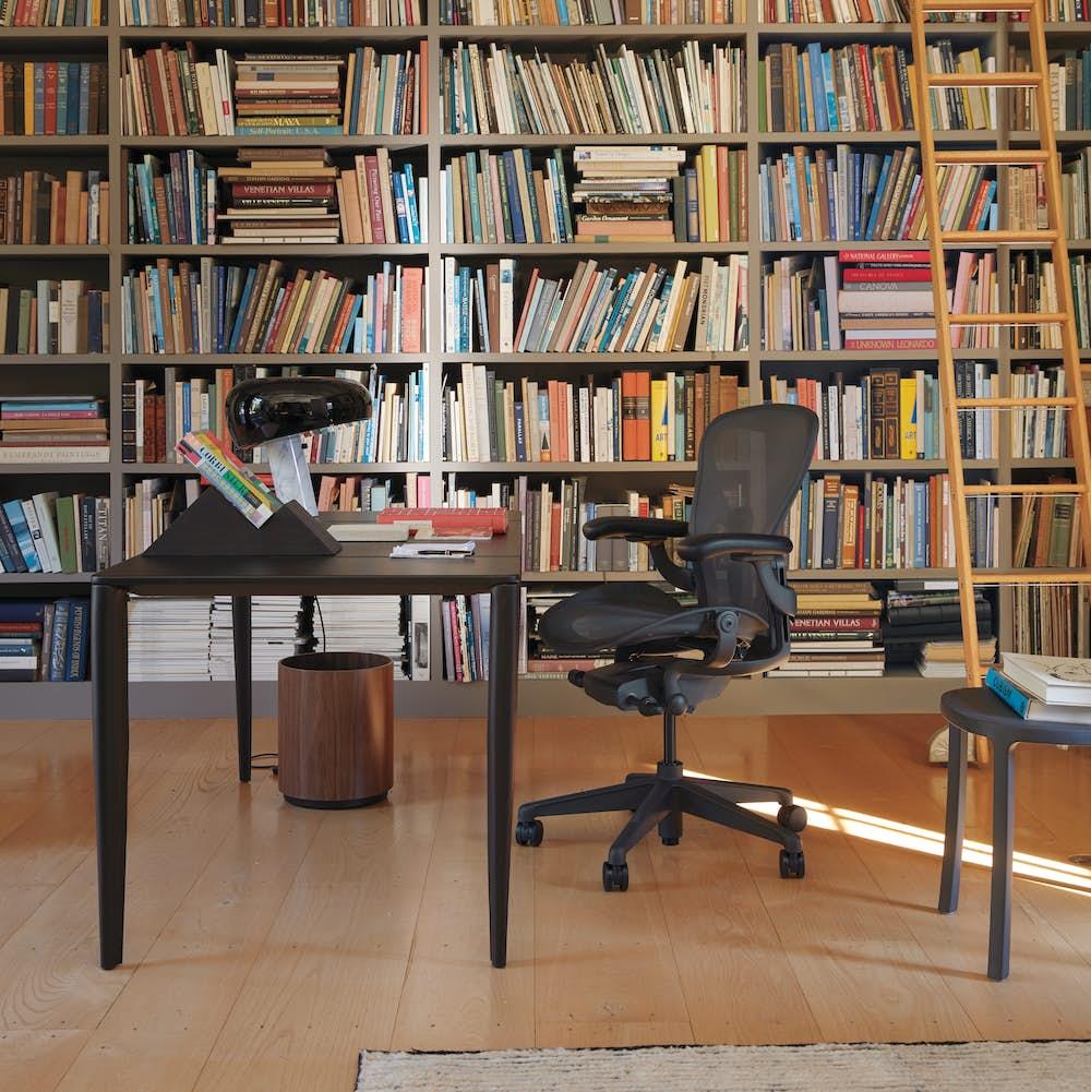 Aeron Chair with Vella Desk